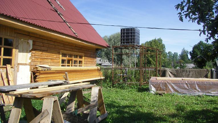 Флигель с баней, верадна еще не построена, август 2009 года