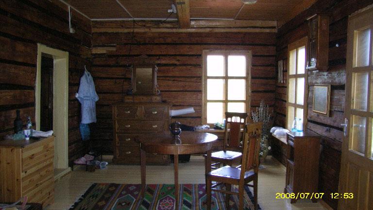 Большая комната второго этажа в июле 2008 года. Уют только приходит в дом.