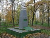 Памятник Карлу Марксу в Тутаеве на Романовской стороне